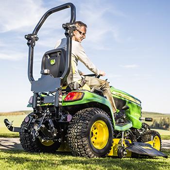 Segado con el tractor X948