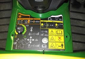 Dial de ajuste de altura de corte ubicado en el centro de la plataforma del operador