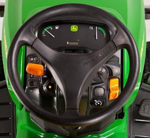 Los elementos operativos son de alcance directo junto al volante de dirección