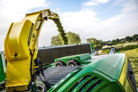 Sensor HarvestLab 3000 montado en el tubo de descarga