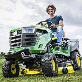 Corte con el tractor X167R