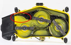 MulchControl™ con deflector abierto (se ilustra la plataforma de corte 48A)