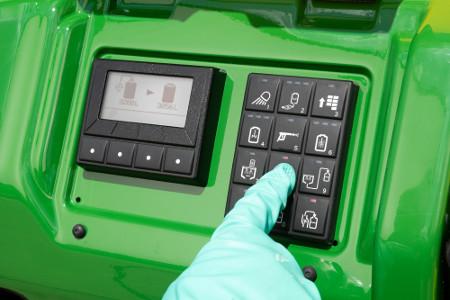 Llenado, agitación, pulverización o enjuague controlados mediante un botón pulsador