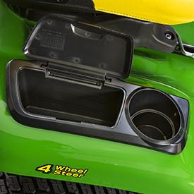 Boîte à outils couverte avec couvercle ouvert