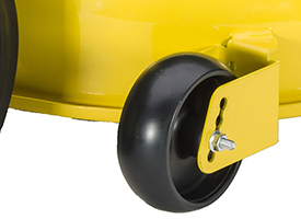 Les roues de la tondeuse ont un double ancrage.