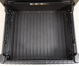 L'équipement de base comprend une doublure de caisse de chargement anti-abrasion et des feux de caisse de chargement à l'arrière. Des protecteurs de feux arrière en option sont disponibles en kit.