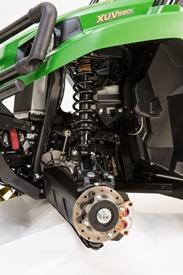 Détail de la suspension avant du véhicule utilitaire XUV