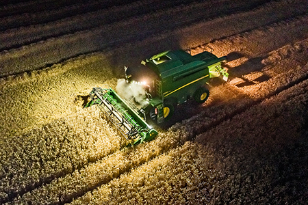 Eight daylight lights on the cab provide excellent visibility