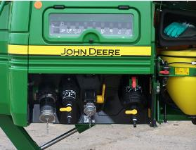 SolutionCommand shown on R952i Trailed Sprayer