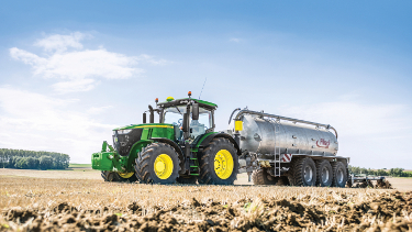 On-the-go analysis of nutrients in manure with John Deere Manure Sensing