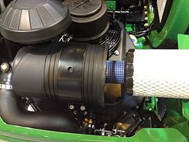 Copertura del filtro aria del motore rimossa