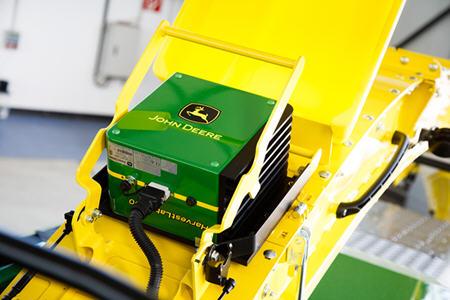 HarvestLab™ 3000 misura la sostanza secca e i costituenti durante il lavoro.