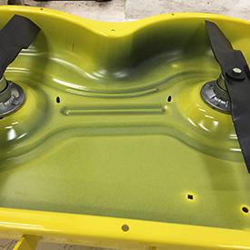 In figura lato inferiore del piatto di taglio 42A Accel Deep