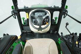 Comoda cabina con posto di guida (in figura, 2032R e 2038R) (facoltativa)