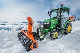 Il modello 3045R nell'applicazione per sgombero neve