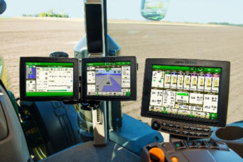 4600 CommandCenter with 4640 Universal Display on cornerpost