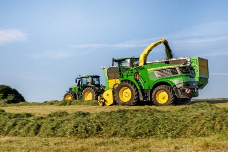 Unloading a self-propelled forage harvester (SPFH)