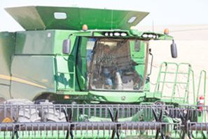 S690 Combine with manual grain tank extensions