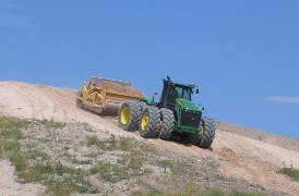 Descending a landfill with a single ejector