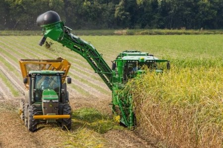 CH570 Harvester reentering the field