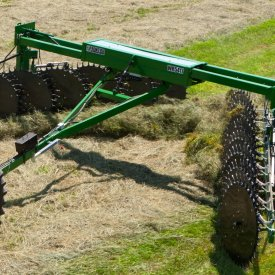Windrow width reaches up to 182.9 cm (72 in.)