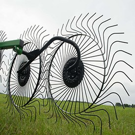 High-quality hay with larger raking wheels