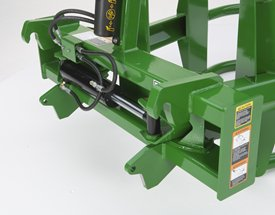 Round bale hugger global hitch