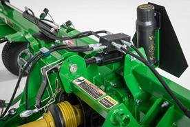 Hydraulic tine pitch control on the TD3418