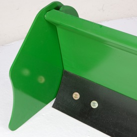 End plates keep material contained