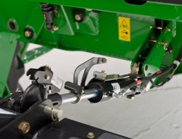 Self-latching hydraulic center-link option
