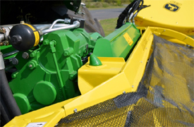 Header attached to the self-propelled forage harvester