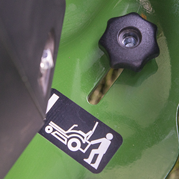 Tow-valve control, right (knob pictured in neutral position)