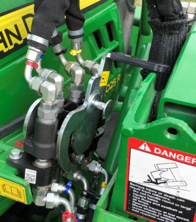 Single-point hydraulic system fully installed with handle disengaged