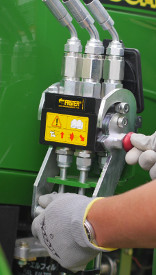 Single-point connector shown on H180 Loader on a 4R Tractor
