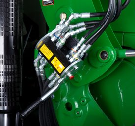 Single-point hydraulic connection on row-crop tractor