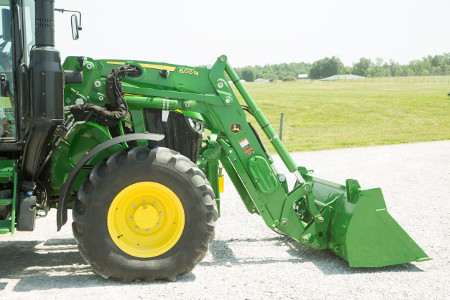 600R Loader with concealed oil lines