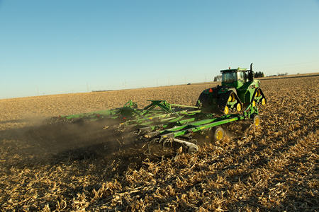 Fall tillage with the 2660VT