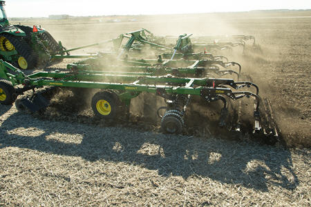 Soil and residue processing with the 2660VT