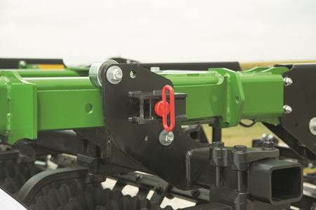 Manual adjustment of gang angle with spring-loaded pin