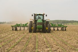 Sidedressing in corn stubble
