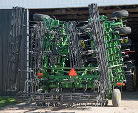 Low-transport field cultivator