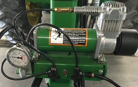 Electric compressor and gauge on 1745 Planter
