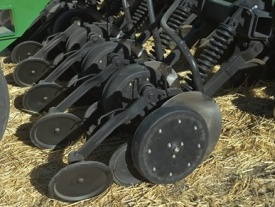 Optional 76.2-mm (3-in.) narrow gauge wheels
