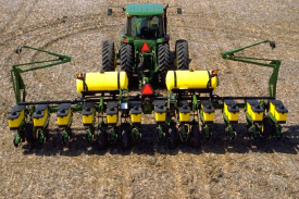 1765 12Row30 Drawn Wing-Fold Planter