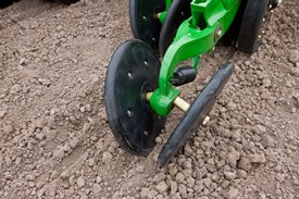 Rubber tire closing system