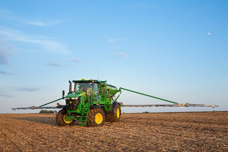 AB485 Air Boom on F4365 High-Capacity Nutrient Applicator