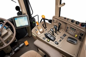 6M right-hand console with CommandQuad PLUS transmission