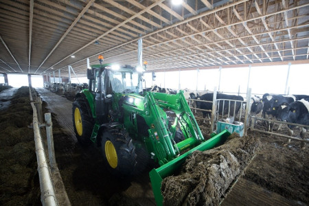 6110M Tractor and 600R Loader with LED light package