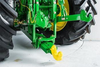 Inzetstuk voor koppeling met kogel (80 mm [3,1 in.]) en bevestigingsplaat - John Deere pickup-koppeling (6M- en 6R-serie)