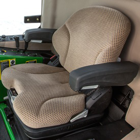 Komfortowy fotel pokryty tkaniną